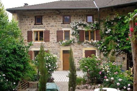 Romantic farmhouse in Beaujolais - Dom
