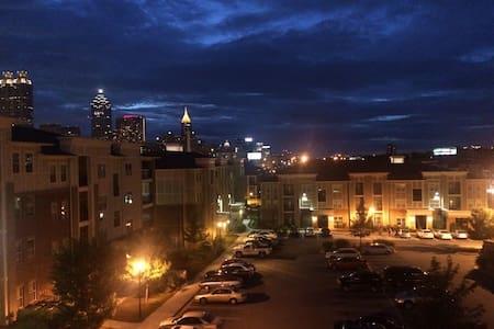 Middle Of Downtown Atlanta Apt