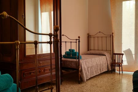 Old style Sicilian double room in Downtown - Catania - Apartment