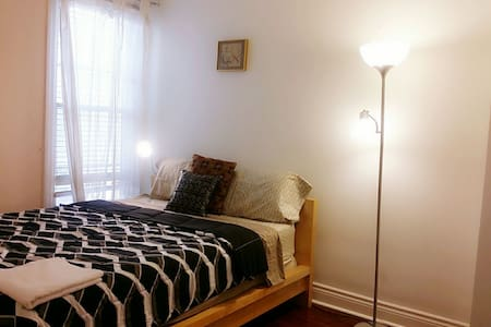Warm&Sweet Private Room Queen Bed Downtown Toronto - House