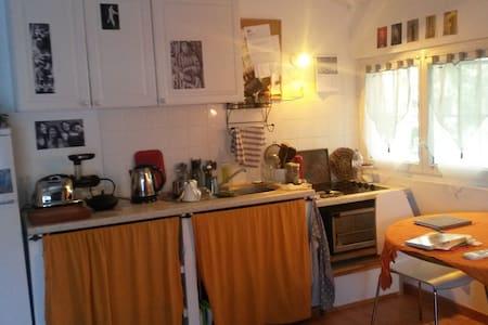 joli studio climatisé +jardin calme - Apartment