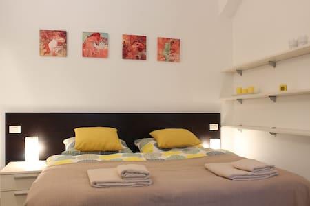 Sunny apartment near Vltava River - Praha - Appartamento