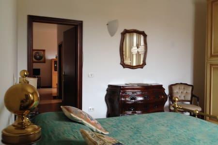 Spazioso, silenzioso e accogliente - Apartamento
