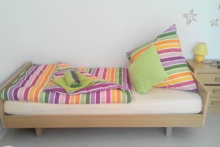 Schönes Zimmer 20€ pro Person pro N - Lejlighed