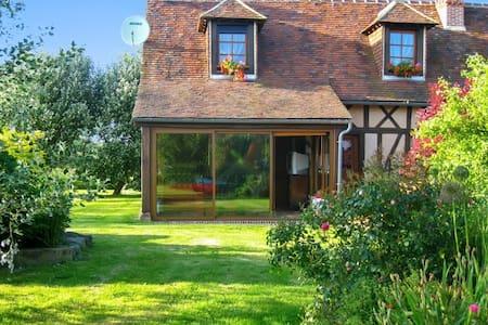 Ruhiges Haus mit großem Garten - Haus