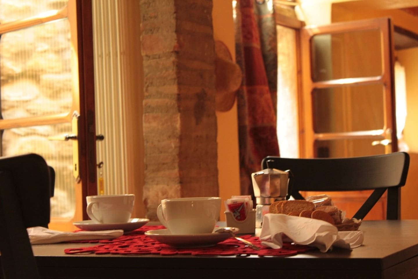 Breakfast - In Tuscany, lovely apartment with garden, views and convenient or restaurants etc