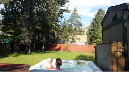Hot tub w view, big gated yard, 3BD - Ház