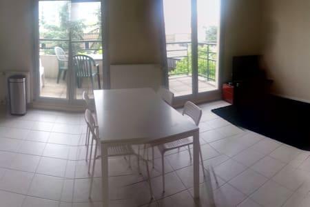 Appartement T3 dans le 8ème - Apartment