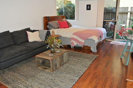 Studio 100 metres from Manly beach - Daire