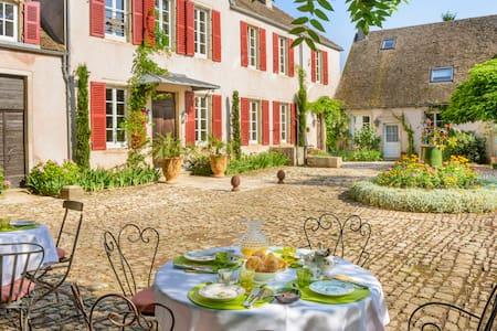 Chambre d'hôte de charme dans un domaine de 1740 - Bed & Breakfast