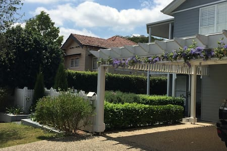 Central and Spacious/Hamptons Style - Holland Park - Ev