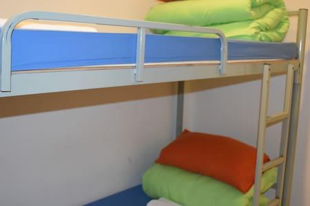 舒适安静四人房4床共用卫浴