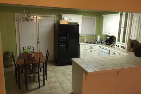 Awesome private detached 2bd/1ba - Lake Charles - Haus