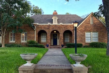Newly-Renovated, Historic 1920 Castle Heights Home - Waco