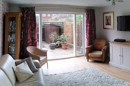 Ensuite room in central Guildford - Guildford - Pousada