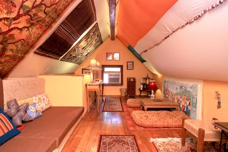 Colorful Loft -3rd Story Hang-out  - Marshall - Loft