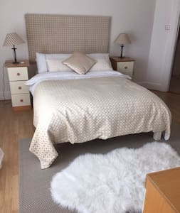 A bright sunny room in a modern family home, sleeps max 2 , bus & train to city centre nearby . 10 mins to Dublin Airport. Other rooms available in property. Pickup/drop off can be arranged. Breakfast included.