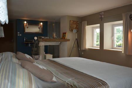 Chambre charmante sur EuroVélo6 - Salans - House