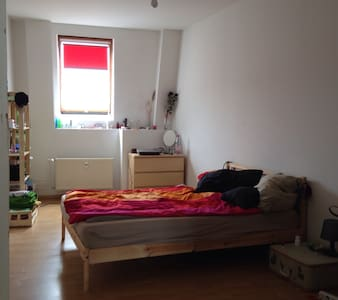 Bright room in charming  Neukölln