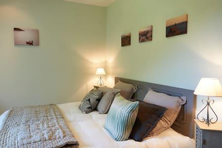 Laïta's Bedroom, on the first floor - Bed & Breakfast