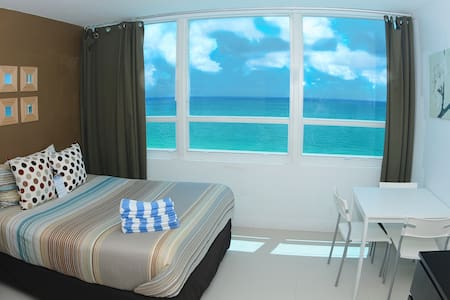 OCEANVIEW APTON THE BEACH W/PARKING - Miami Beach - Apartment