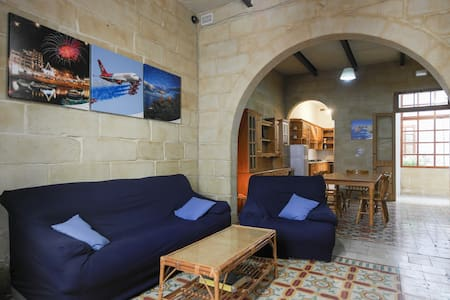 Private Room Typical Maltese House - Sliema - Townhouse