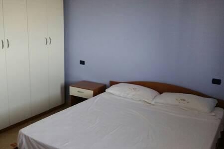 Camera doppia 1 km dal mare e da Soverato - House