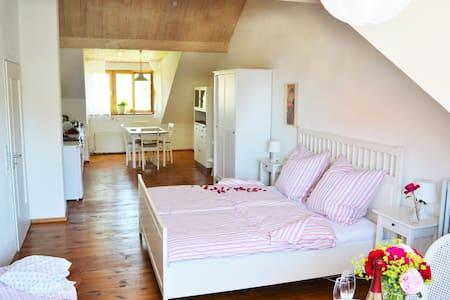 Ferienwohnung Brot & Rosen Emser - Casa