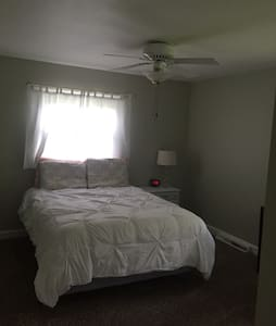 Quiet, cozy bedroom - Winston-Salem - House