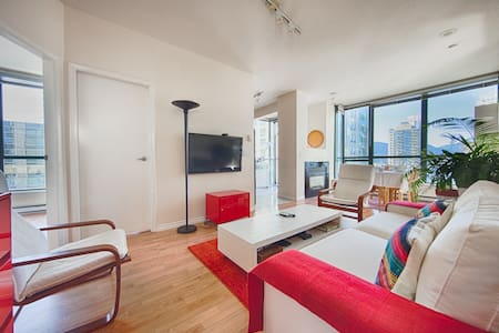 VIEWS, Downtown centre/ Bright room +Breakfast - Apartment