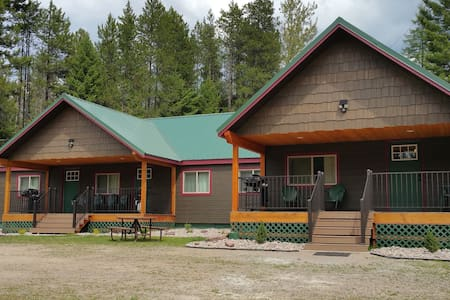 The Bear Den at Lazy Bear Lodging - Hungry Horse - Townhouse