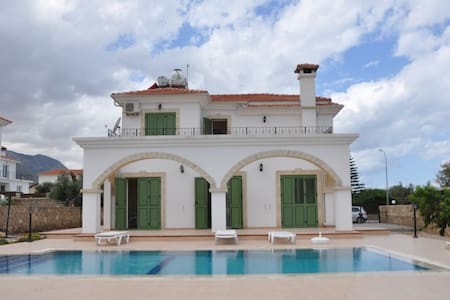 HOLİDAY Villa with private pool - Ozanköy - Villa