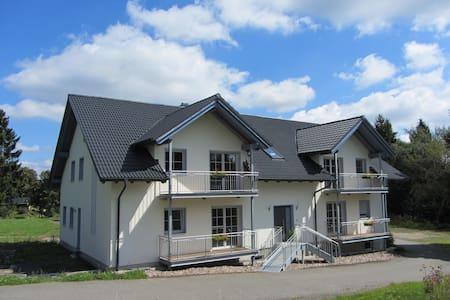 """Ferienwohnung """"Am Alten Forsthaus"""" - Judenbach - Apartamento"""