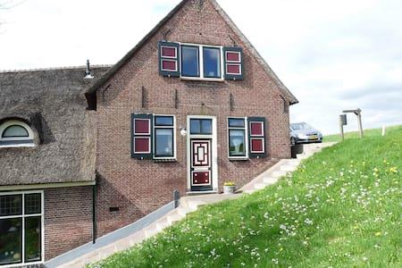 B&B Op de Lekdijk in boerderij - Nieuw-Lekkerland - Bed & Breakfast