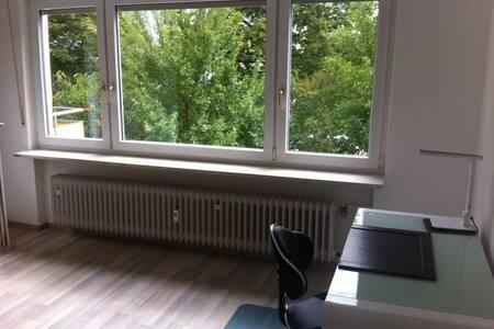 3 Zimmer Apartment - voll möbliert - Huoneisto