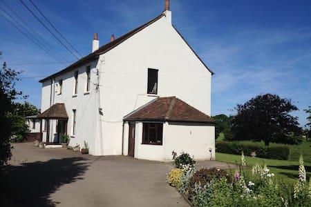 Traditional Farmhouse Accommodation - Maidstone - Casa
