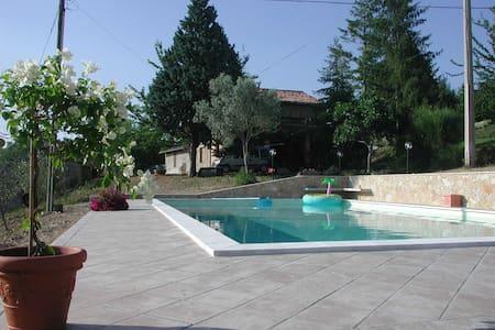 casale panoramicissimo con piscina - Todi - Villa