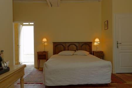 Chambre d'Hôtes:  La Sellerie (RDC) - Bed & Breakfast