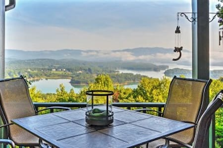 'Chatuge Overlook' 3BR Hiawassee House - Talo