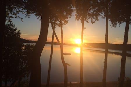 Elkhart Lake - Osakehuoneisto