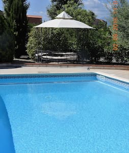 Rooms in a spacious villa with pool. - Banyuls-dels-Aspres - Villa
