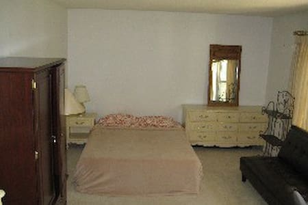 Furnished Room Close to Duke (A)