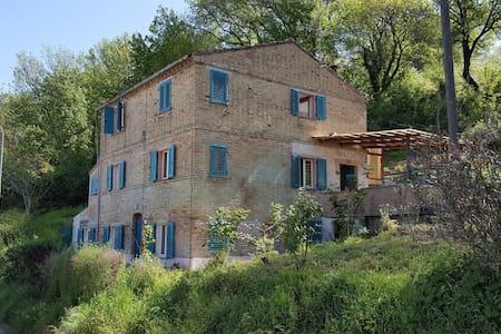 Spacious rural views Gas Heating Log Fire - Servigliano - House