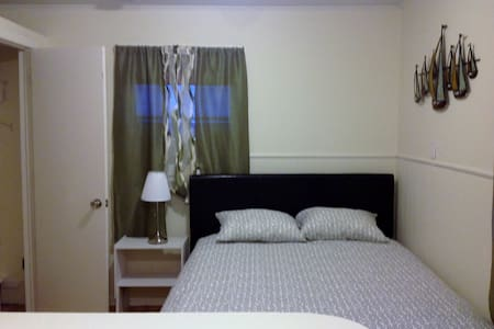 Room type: Entire home/apt Bed type: Real Bed Property type: House Accommodates: 2 Bedrooms: 1 Bathrooms: 1