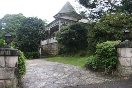 Historic Home in leafy north shore - Pymble - House