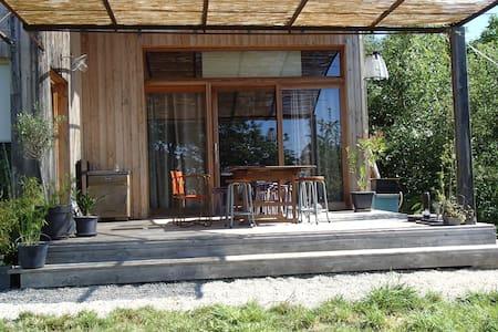 Wood house with garden - Casa