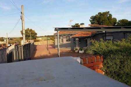 Ven a disfrutar la tranquilidad - urbanización encinasola - Chalé