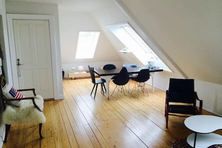 PERFECT FOR TWO PEOPLE  This bright apartment is located in a quiet area of Hellerup.