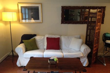 Spacious 1BR near Nation. Cathedral
