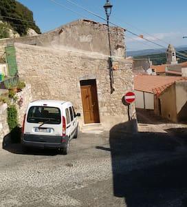 Sedini,petite maison près de la mer - Sedini - Haus